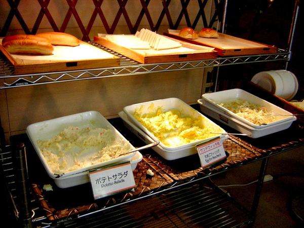 也有義大利麵..馬鈴薯沙拉..