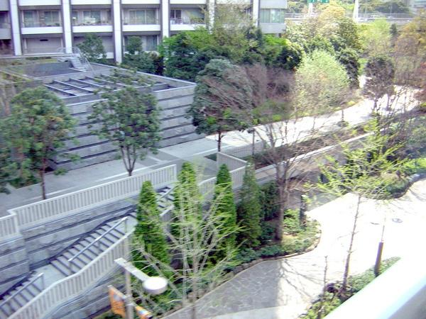 日本街道很乾淨ㄝ愛抽菸還是沒有亂丟菸蒂