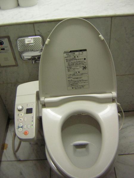 到東京幾乎全部都是暖暖的免治設備