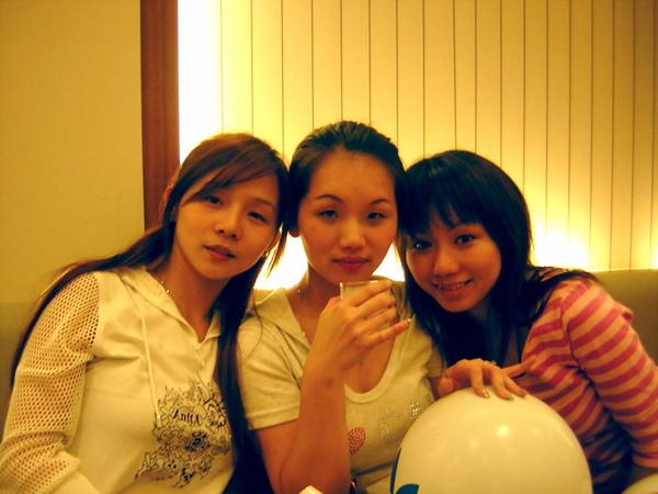 3個很色很色的女人.....