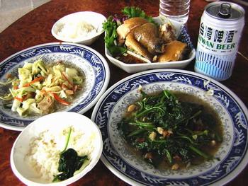 海芋園旁吃飯-2人份白斬雞+地瓜葉+高麗菜+台灣啤酒
