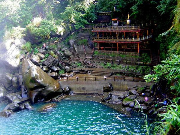 這好像泰國嗎?水很深看起來的顏色..(冒著生命危險拍的)
