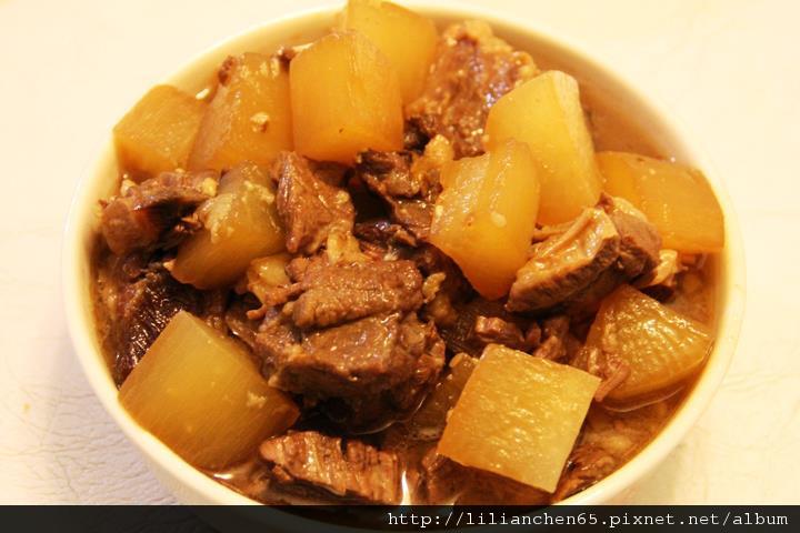 莉莉安的私房菜.....白蘿蔔紅燒牛腩