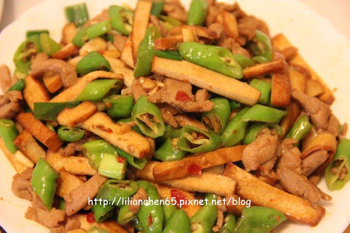 莉莉安的私房菜.....豆干肉絲糯米椒