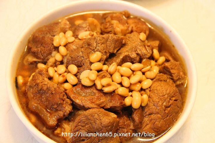 莉莉安的私房菜.....黃豆燉牛肉