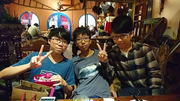 三劍客生日聚會5.jpg