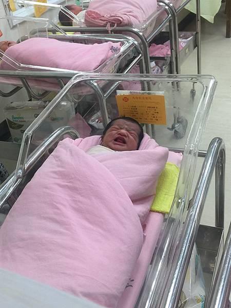 15-08-14 好姊妹苑寧的女兒出生了@馬偕 (2).JPG