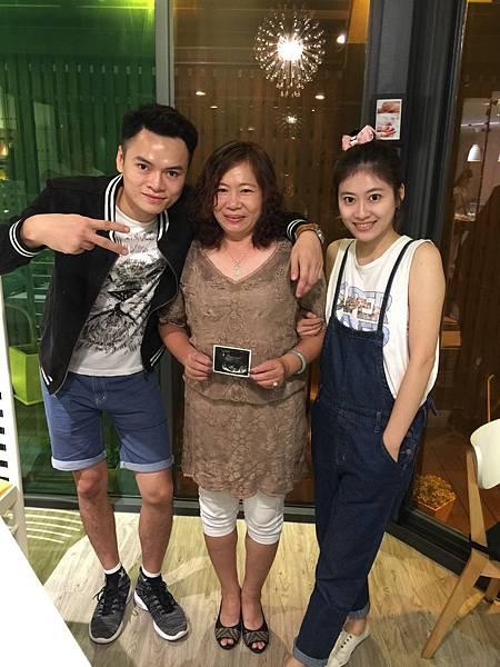 15-08-22 跟家人說好消息 台中 (3).JPG