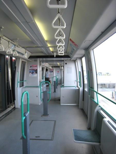 20071005著陸搭乘機場接駁電車.jpg