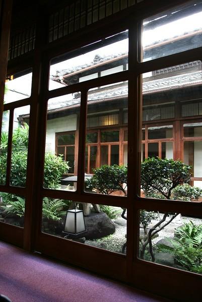 20071005北極星心斎橋本店座位旁和風庭院.jpg