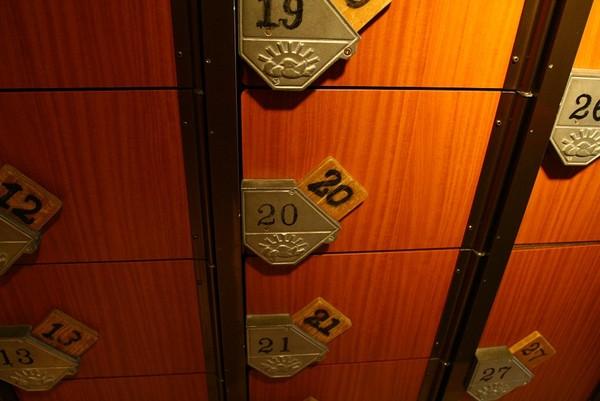 20071005北極星心斎橋本店鞋櫃取鞋.jpg
