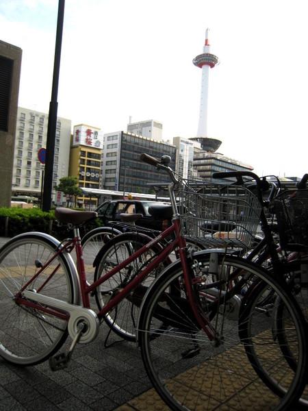 20071007車站附近停滿單車.JPG