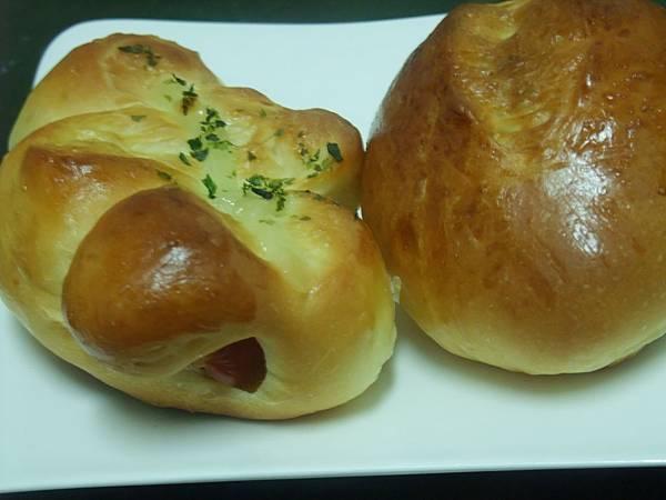熱狗麵包vs雞肉鬆麵包