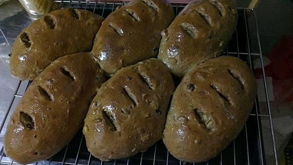 黑糖乳酪堅果麵包