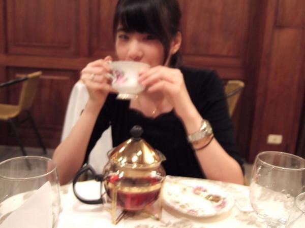 優雅的學姊喝茶