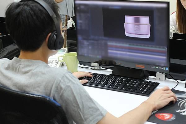 動畫師替產品加上特效與動作.JPG