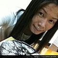 跟美味的蛋糕合照一下:D