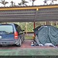 一車7人,兩大一小睡車上,兩大兩小睡帳篷。