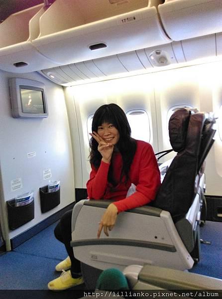 優先登機,機上還好空好空好空,借坐一下,拍拍照 XD