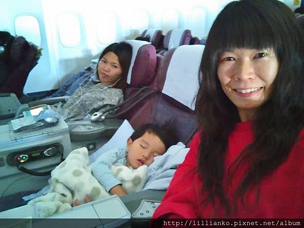 超幸運!還有一個空位,所以全程我們母子倆都一人坐一個位子!超開心!
