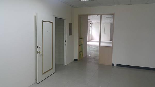 65000正自強南大辦公室租金便宜(郭)_170621_0004.jpg