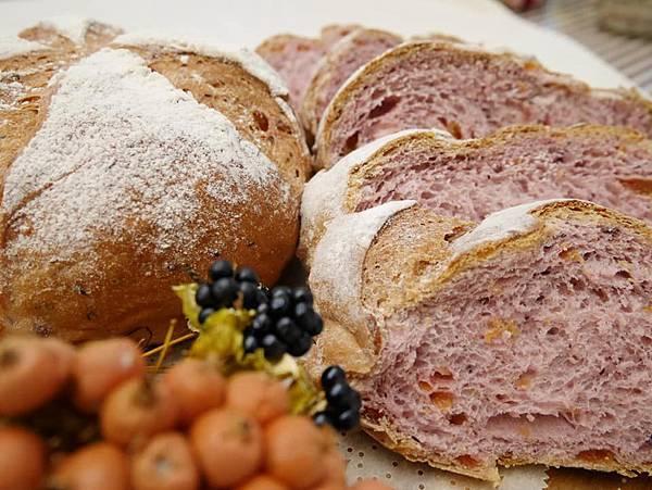 紫薯水蜜桃麵包01.jpg