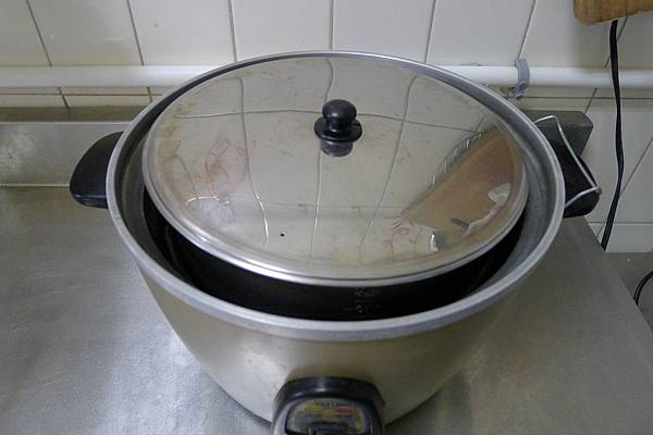 確認內鍋鍋蓋平穩蓋緊