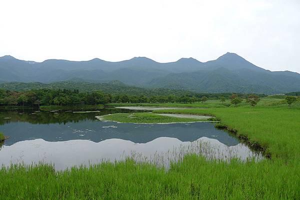 20130821知床連山倒映在一湖