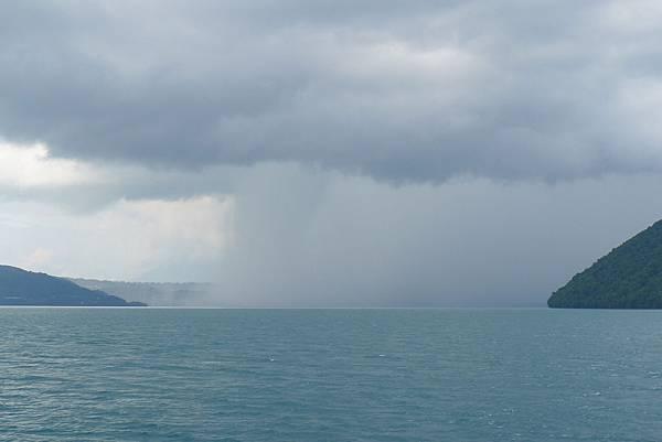 暴風雨似的前方
