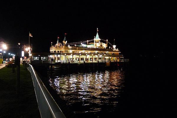 變成夜晚花火觀覽船