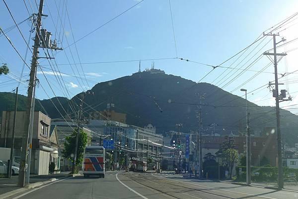 函館天空都是路面電車的電線