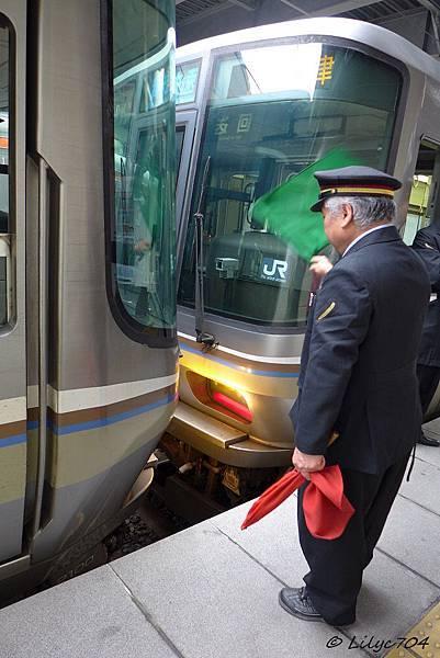 0121_列車斷開_signed.JPG