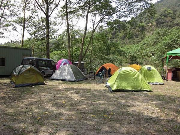 聽瀑草地營地