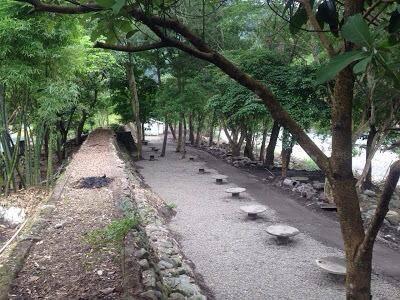 上坪溪畔碎石2