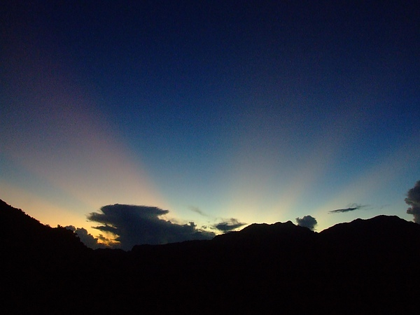 日出前的光芒