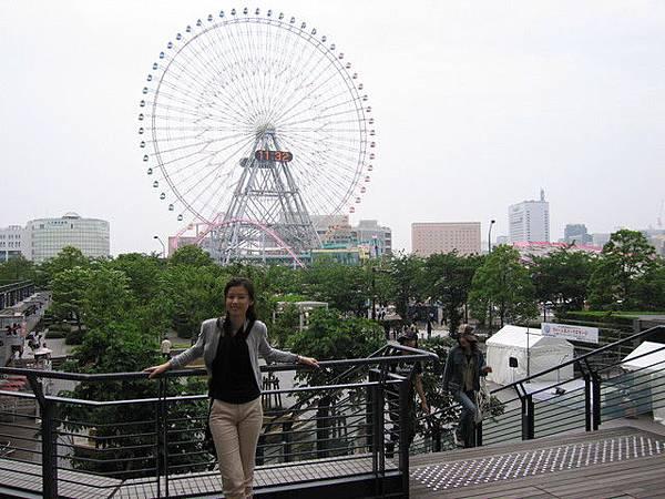 橫濱Queen Square旁的遊樂園摩天輪...
