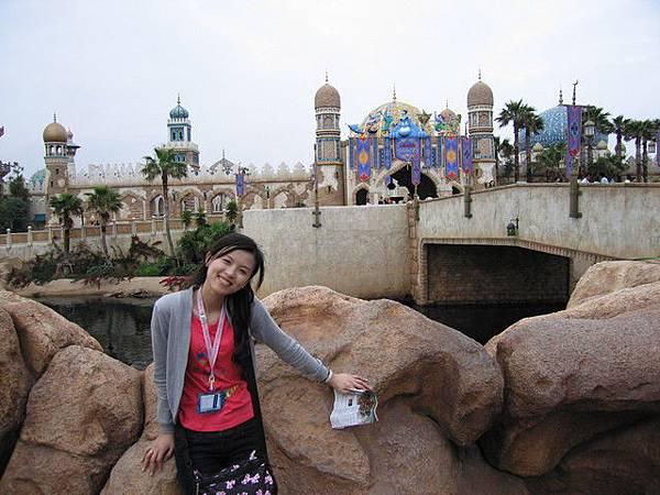 後面是阿拉伯皇宮
