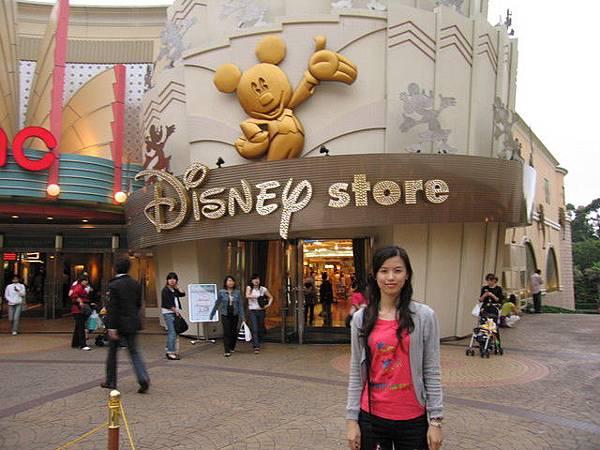 Disney store,旁邊是好萊塢星球餐廳