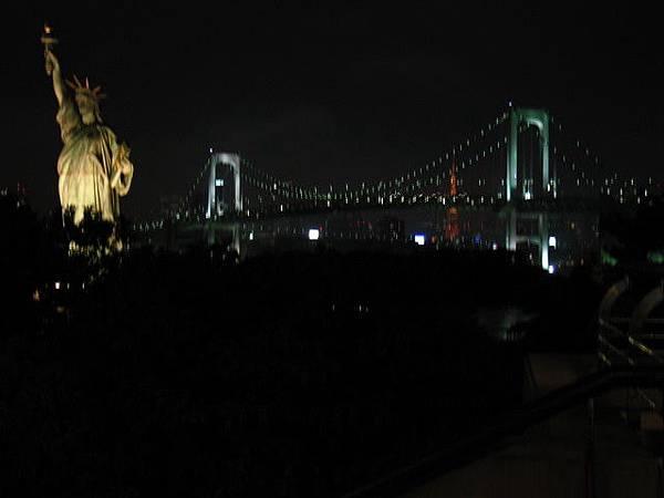彩虹大橋加上自由女神像