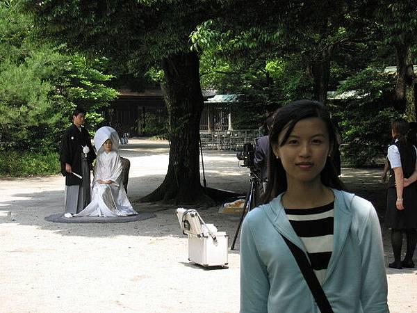 後面拍婚紗的新娘很美,氣質美女