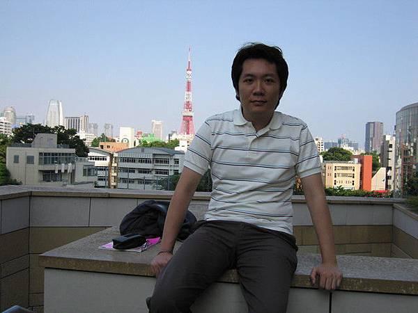 六本木啦!!後面是東京鐵塔