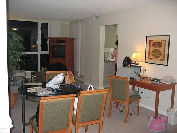 0209-終於拿到相機-拍一下房間--客廳