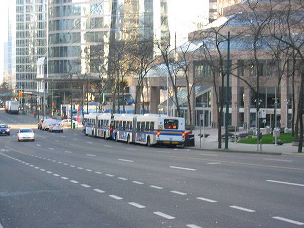 猜猜有幾部公車呢