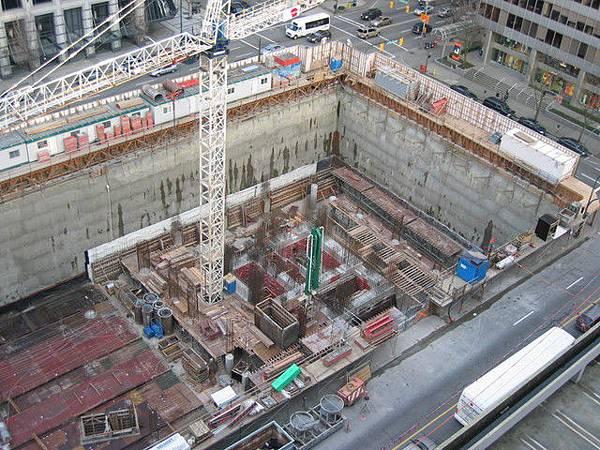 往下看,施工中的工地