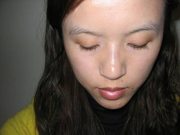 瞧瞧我的睫毛--真長--天生的--呵呵呵