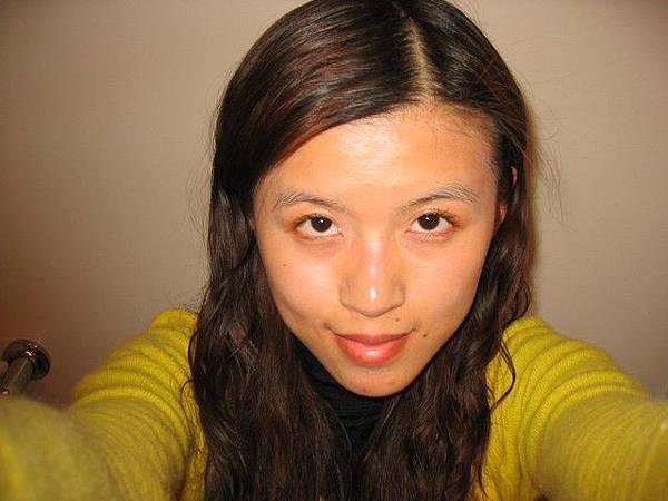 缺點是睫毛天生不濃密-跟頭髮一樣--噯~~