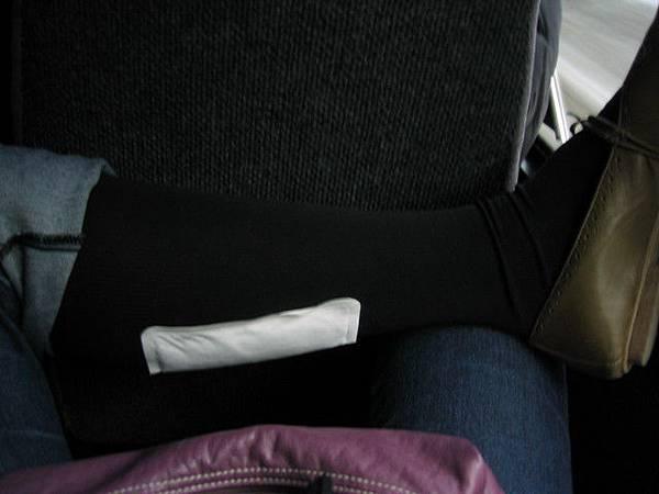 沒有防風褲子,只好在小腿上貼暖暖包