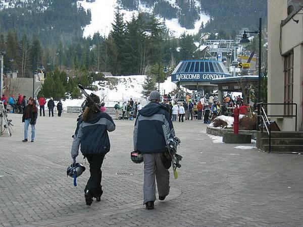 穿著滑雪裝備,看起來真酷