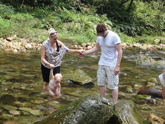 金鞭溪戲水