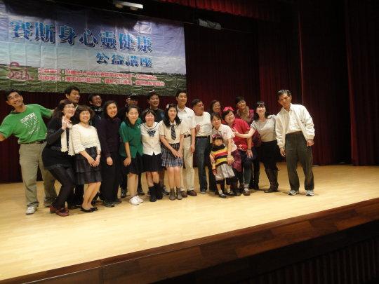 102參與生命之河舞台劇表演